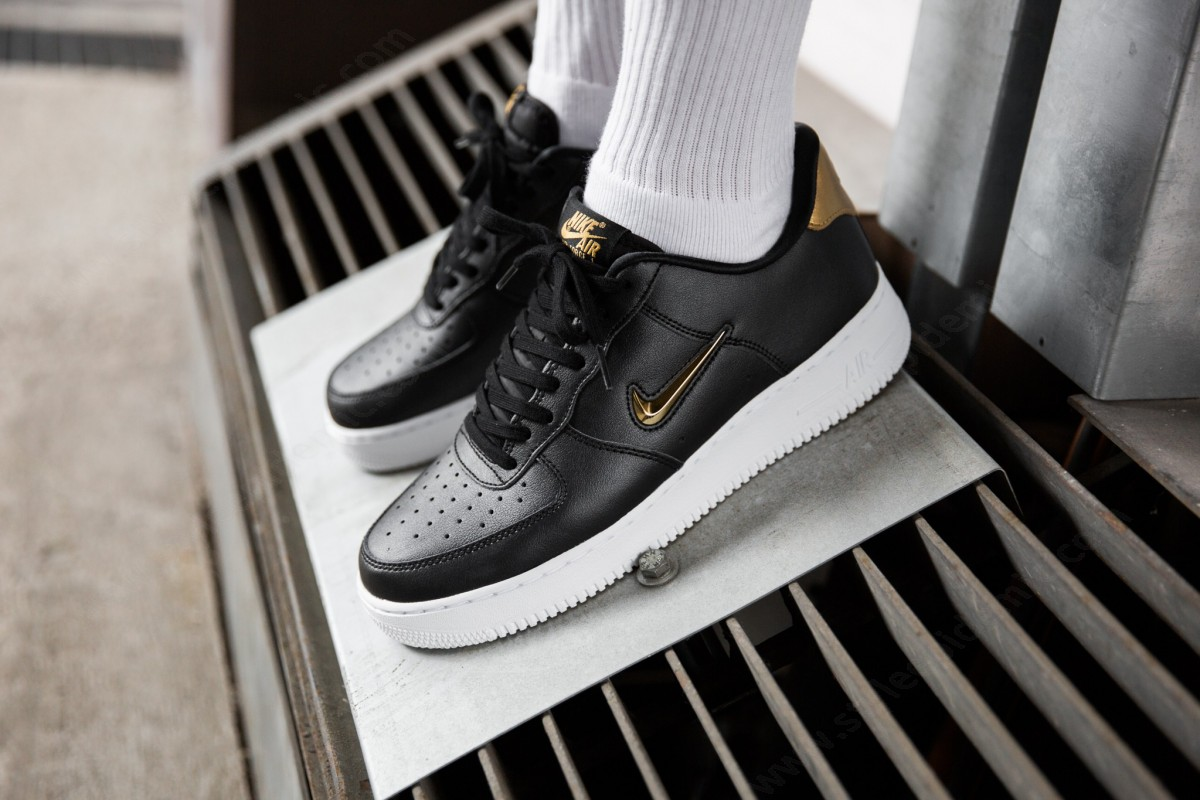 Man Nike Air Force ' Lv8 Leather Black/metallic Gold-White - -4